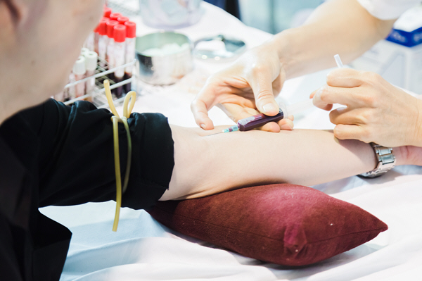 nurses collect blood from patients by drilling their arms for examination